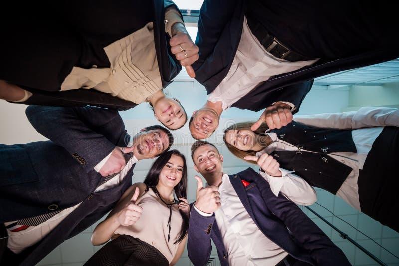 企业、人和配合概念-微笑的小组busines 免版税库存照片