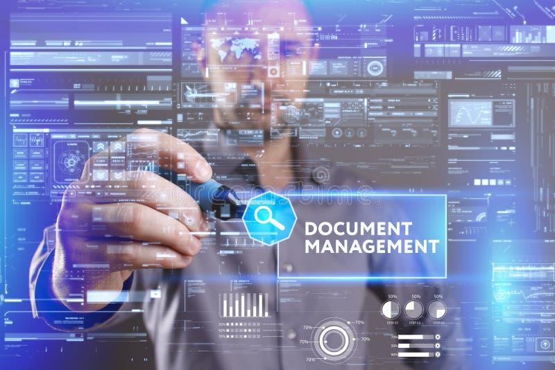 企业、技术、互联网和网络概念 工作在未来的一个虚屏上的年轻商人和看见 库存图片