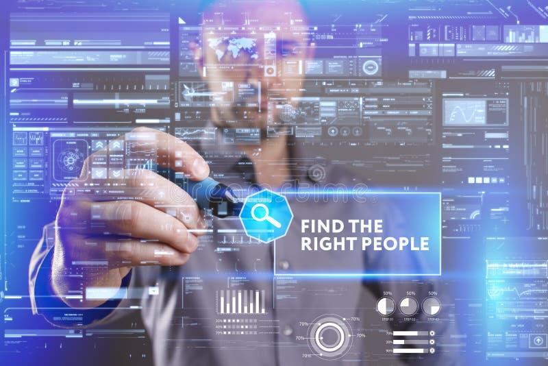 企业、技术、互联网和网络概念 工作在未来的一个虚屏上的年轻商人和看见 图库摄影