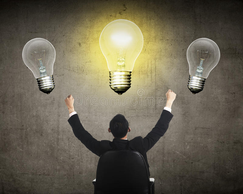 企业人有明亮的想法电灯泡 库存例证