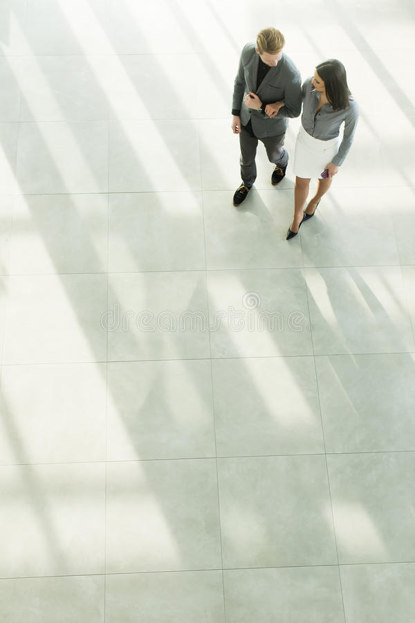 Download 企业例证JPG人向量 库存图片. 图片 包括有 楼层, 办公室, 商业, 员工, 谈话, 专业人员, 合伙企业 - 72357739