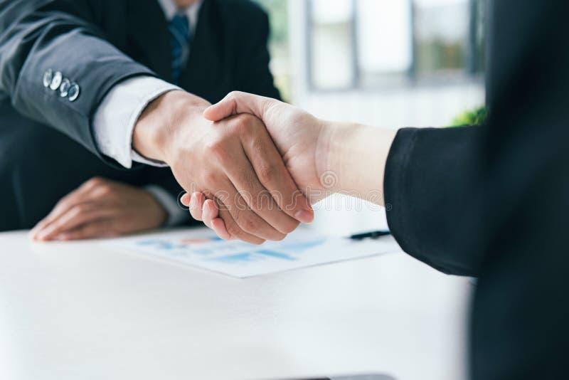 企业合伙企业 商人握手 库存图片