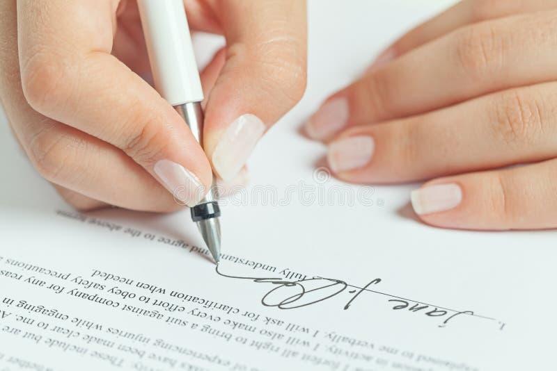 企业合同签字 免版税库存图片