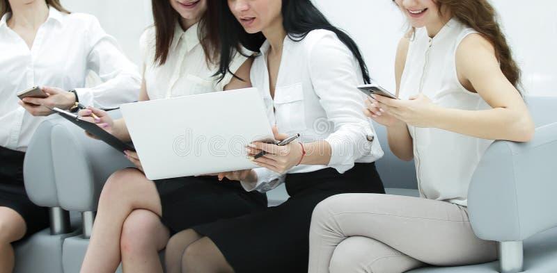 企业同事准备开始业务会议 免版税库存照片