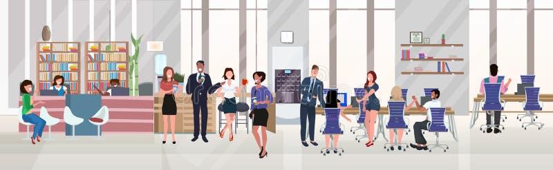 企业员工成功的团队协作理念,勤工俭用,开放空间创意合作中心现代化 向量例证