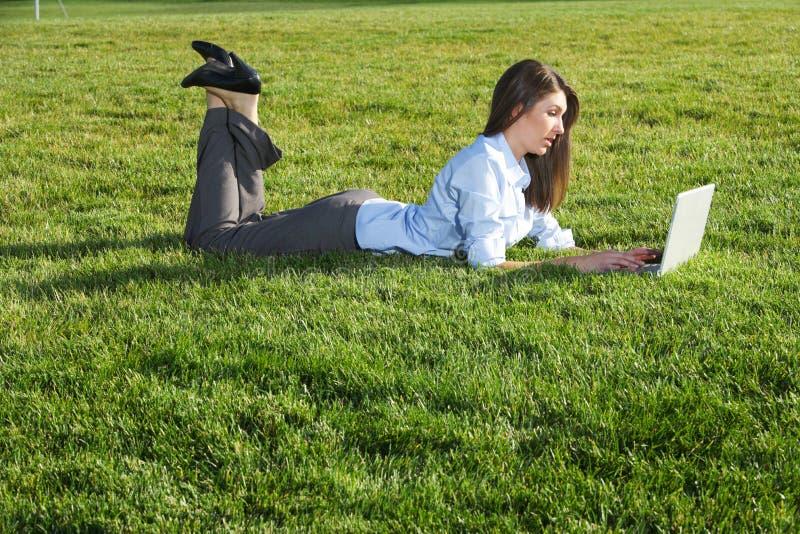企业域膝上型计算机妇女 免版税图库摄影