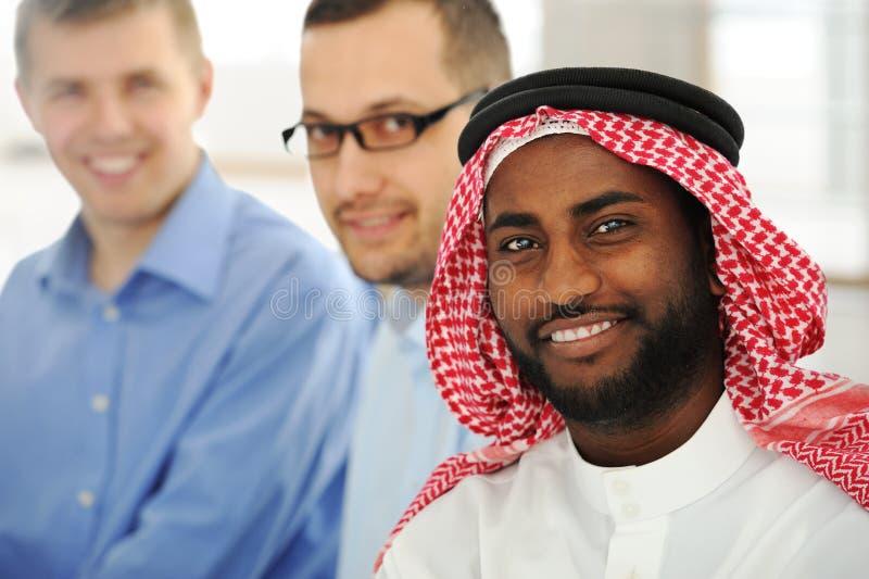 企业多文化小组年轻人 库存图片