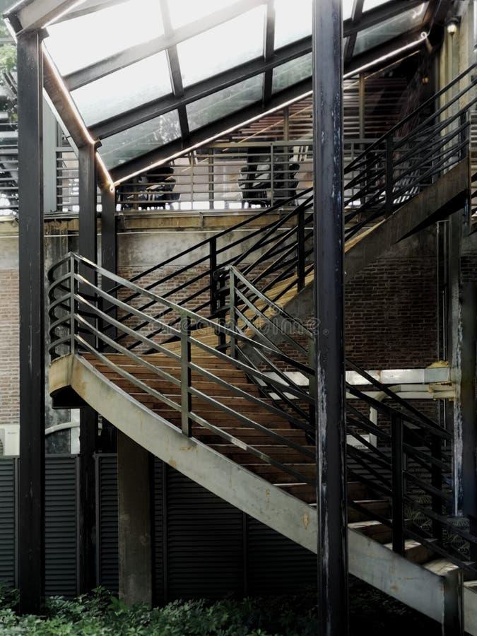 企业大厦金属楼梯  免版税库存照片