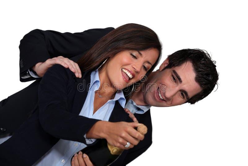 企业夫妇庆祝 免版税库存图片