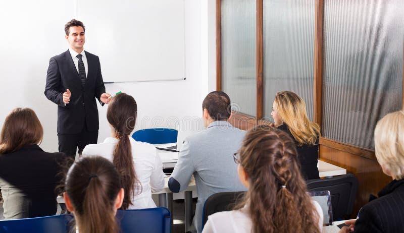 企业学生在教室 免版税库存图片