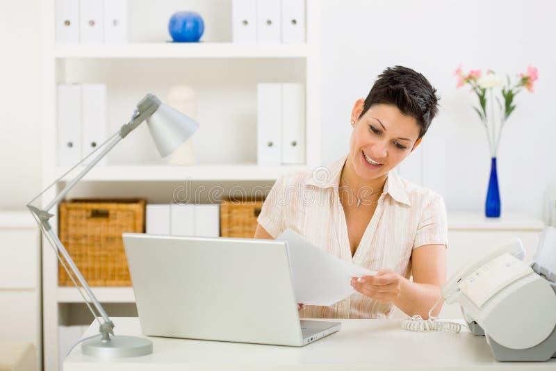 企业家庭妇女工作 免版税图库摄影