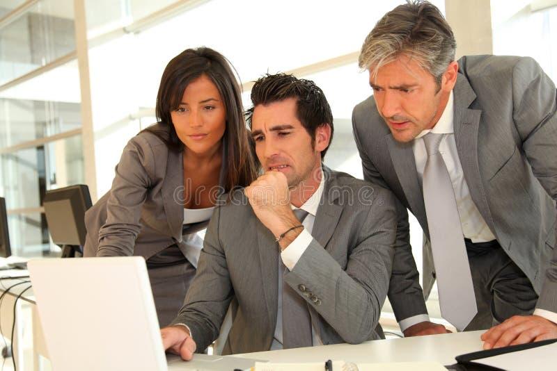 企业小组会议在办公室 免版税图库摄影