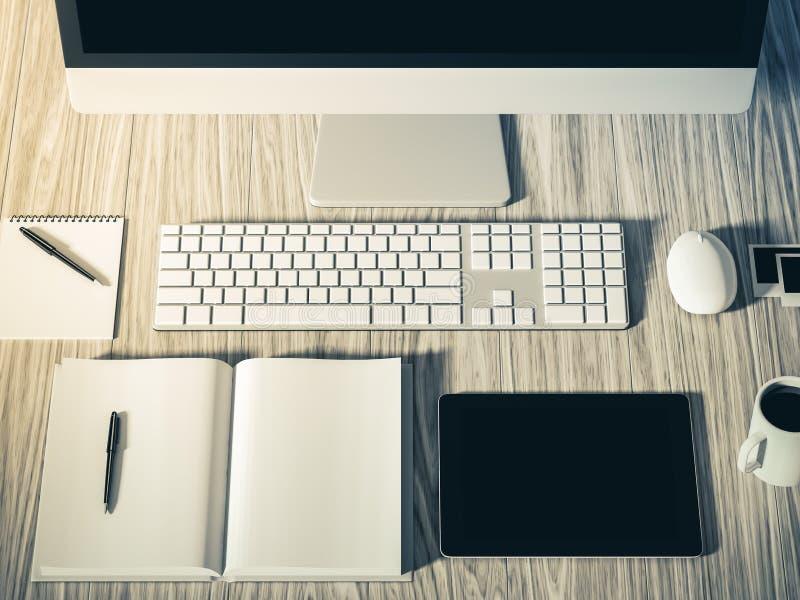 企业工作场所设置桌的大角度看法  库存例证