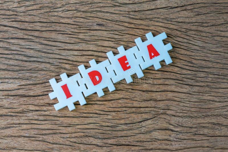 企业想法、创造性或者启发在工作和解决问题,丰盈白色难题竖锯有字母表的结合词 免版税库存图片