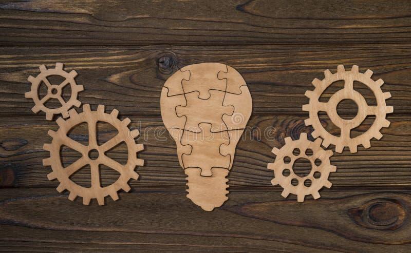 企业想法、电灯泡和齿轮 库存照片