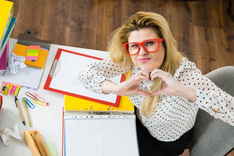 企业愉快的办公室妇女 免版税库存照片