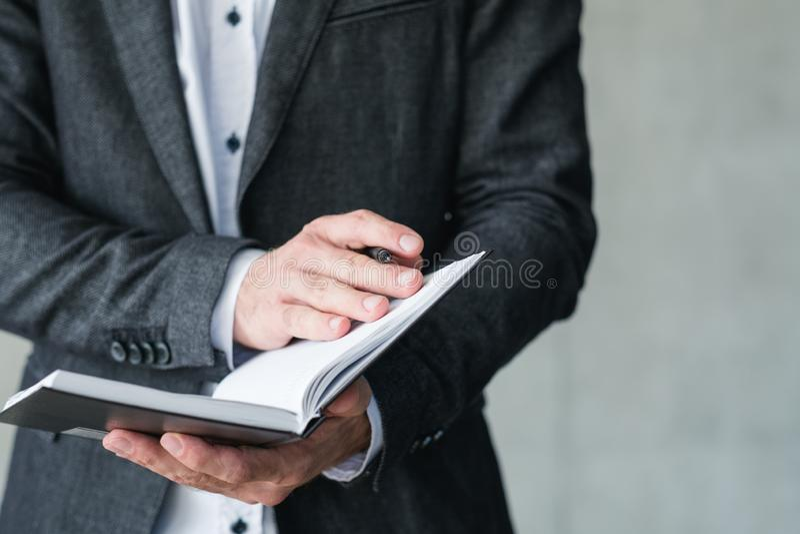 企业教练事业训练人笔记本笔 免版税库存图片