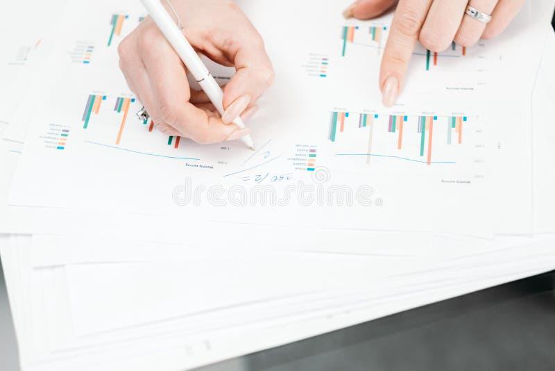 企业文书工作数据分析办公室工作者 图库摄影