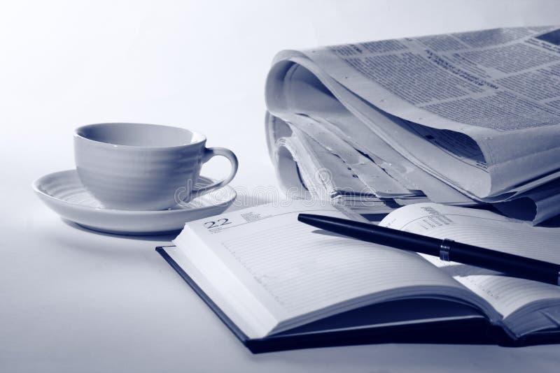 Download 企业早餐 库存照片. 图片 包括有 读取, 办公室, 饮料, 媒体, 商业, 想法, 没人, 生活方式, 空白 - 30326362