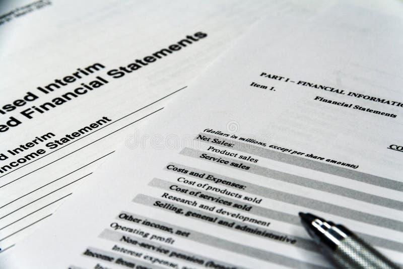 企业构成 财务分析-收入报告平衡 免版税库存照片