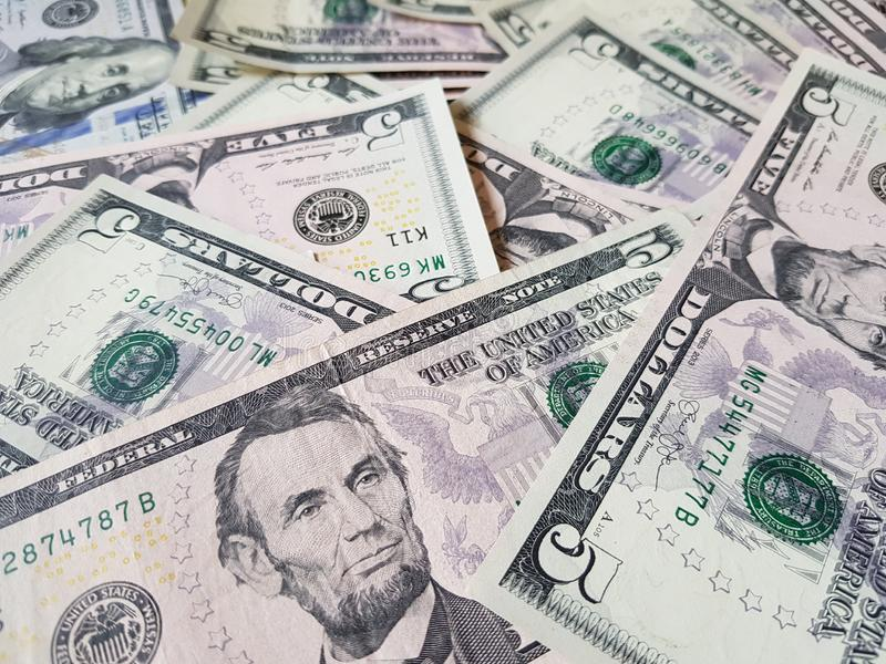企业概念、背景、财务投资和兑换处:准备好美国美元的现金投资环球 免版税库存照片