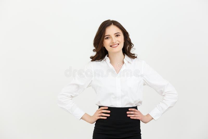 企业概念:摆在白色背景的美丽的年轻女商人画象  免版税库存图片