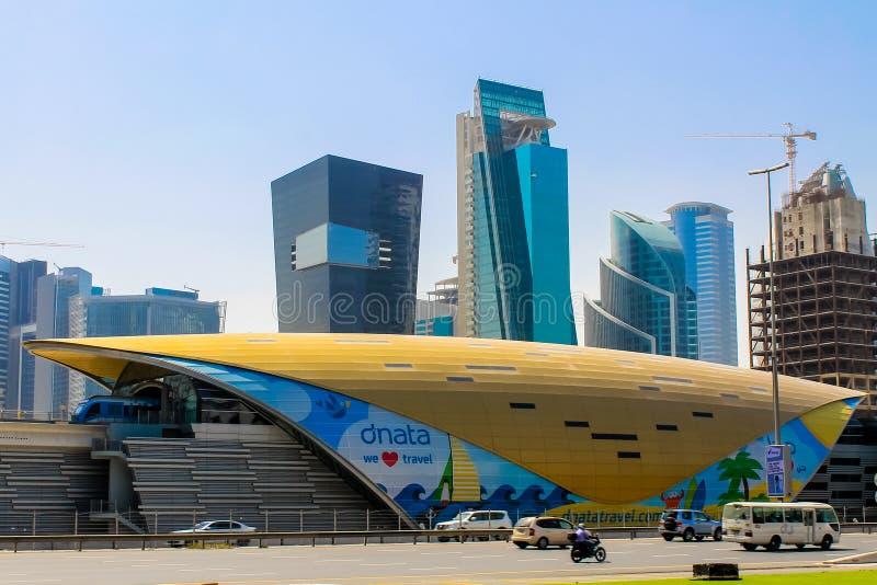 企业海湾地铁车站在迪拜 免版税库存图片
