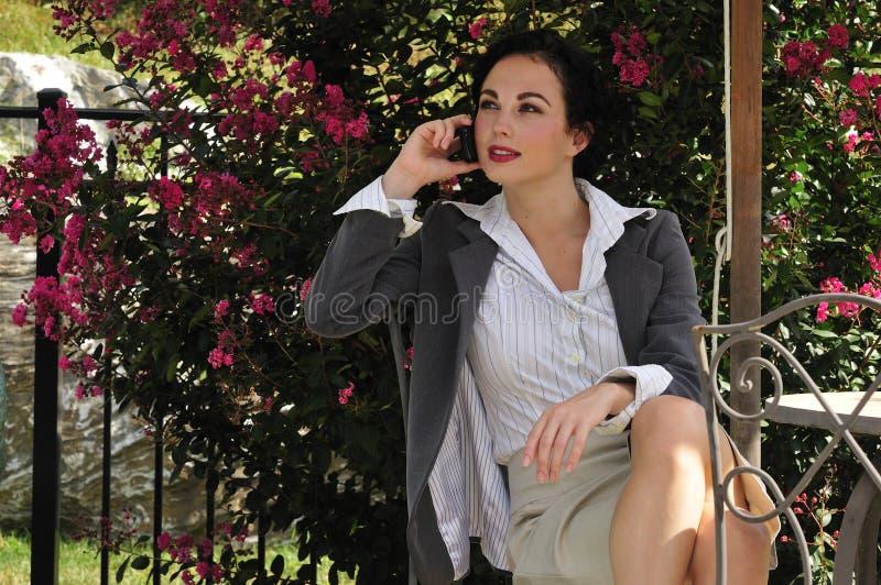 企业电话告诉的妇女 免版税库存图片