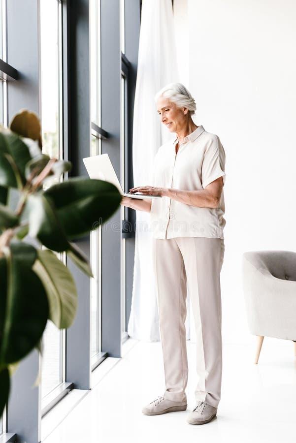 企业确信的成熟妇女 免版税库存图片