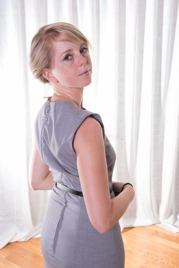 企业礼服的画象可爱的少妇 免版税库存图片