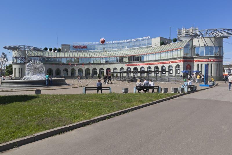 企业管理学校在服务的和厨房艺术产业SWISSAM在圣彼德堡 库存照片