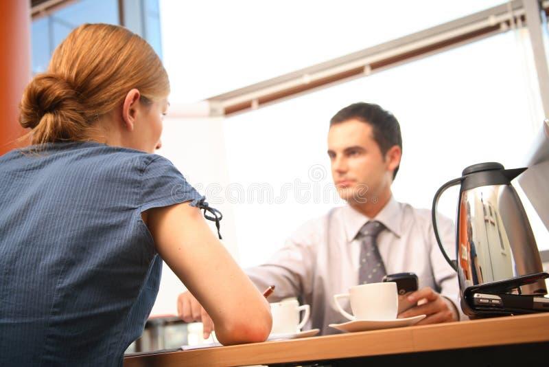 企业聊天夫妇办公室 免版税库存图片