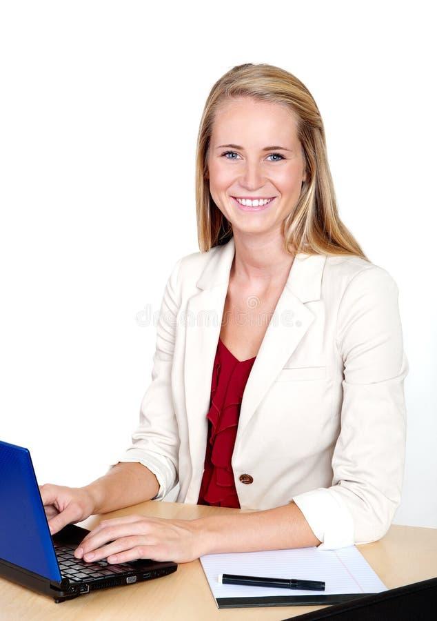 企业计算机膝上型计算机微笑的妇女 库存照片