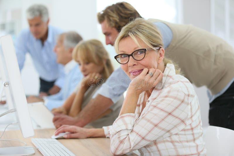 企业训练的资深人与辅导员 免版税库存照片