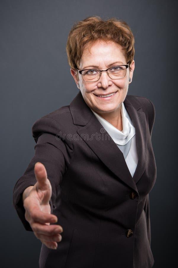 企业资深夫人提供的手震动 免版税库存照片