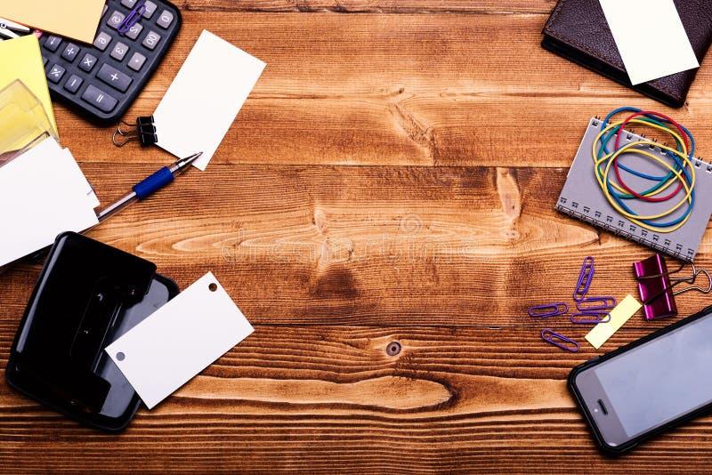 企业辅助部件和想法概念 名片,黏合剂 免版税库存图片