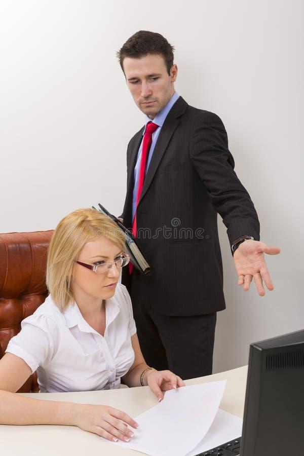 企业辩论在办公室 免版税图库摄影