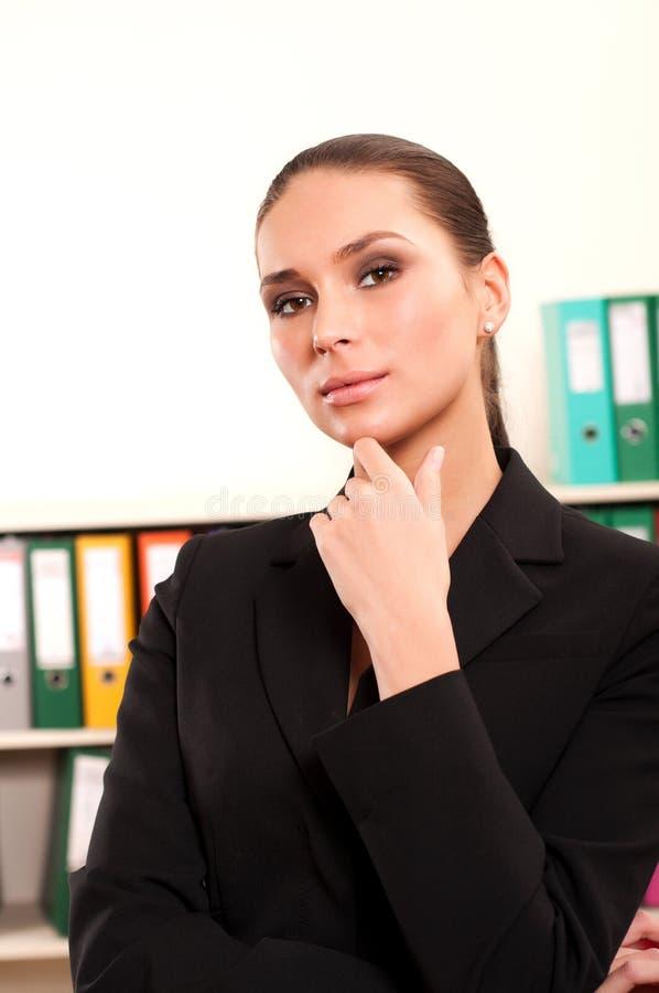 企业逗人喜爱的纵向微笑的妇女年轻&# 免版税库存图片