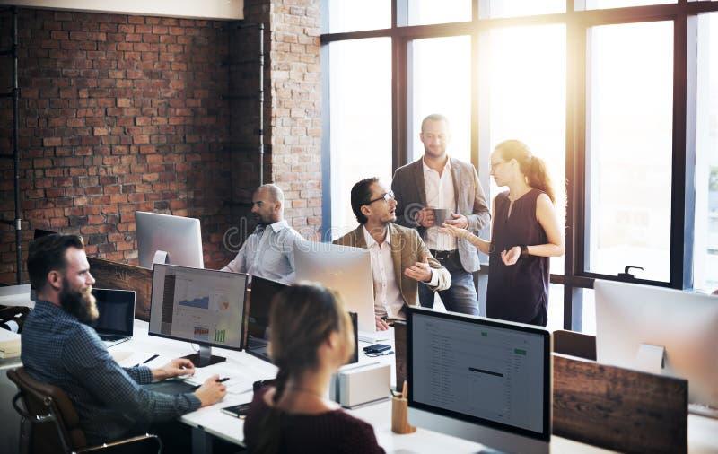 企业遇见公司概念的队讨论 免版税库存图片
