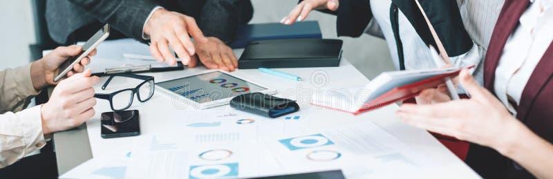 企业队办公室会议讨论图表 免版税库存照片
