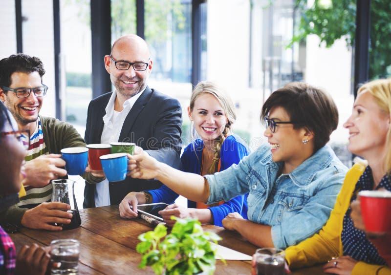 企业队咖啡休息讨论谈的概念 库存图片