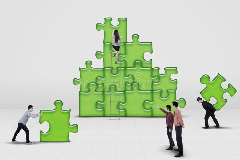 企业队工作大楼难题 免版税库存图片