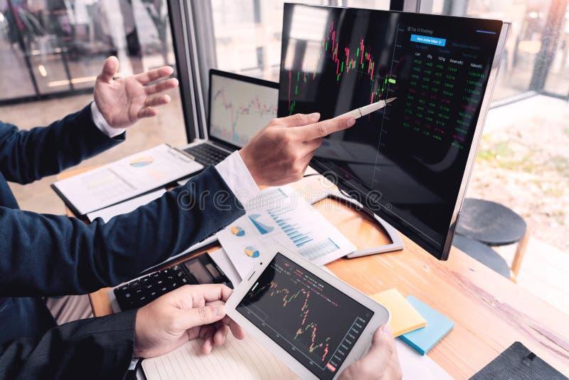 企业队投资企业家贸易的谈论和分析数据股票市场图和图表交涉和rese 库存图片