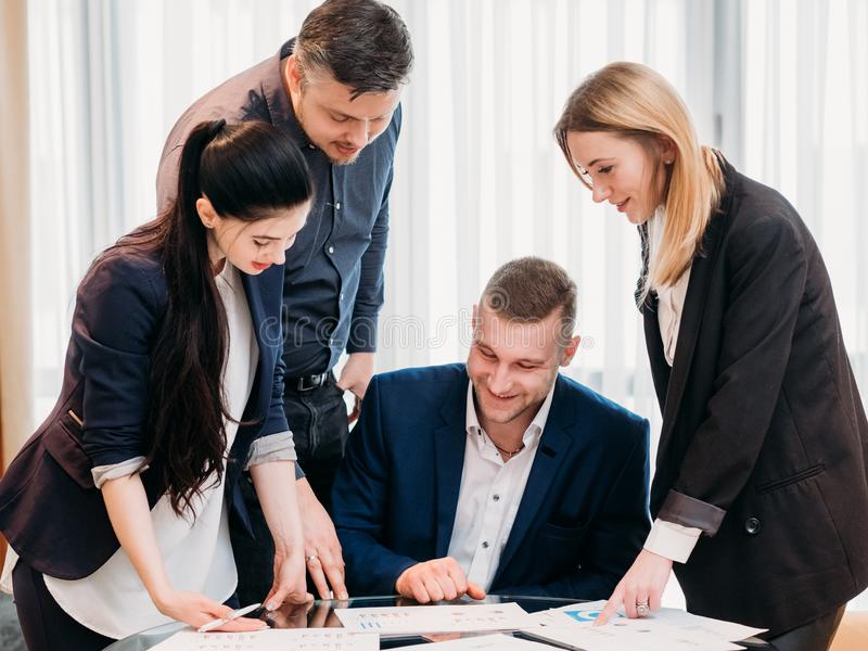 企业队提供成功的公司结果 免版税图库摄影