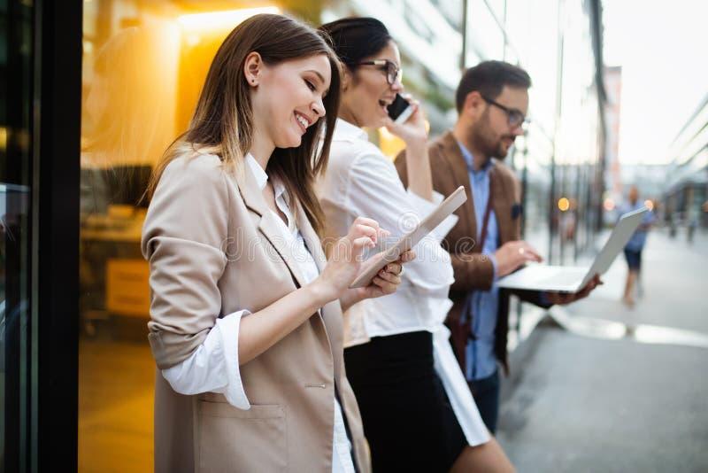 企业队数字设备技术连接的概念 库存图片