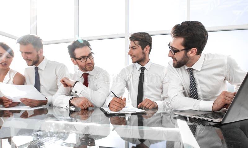 企业队群策群力 库存照片