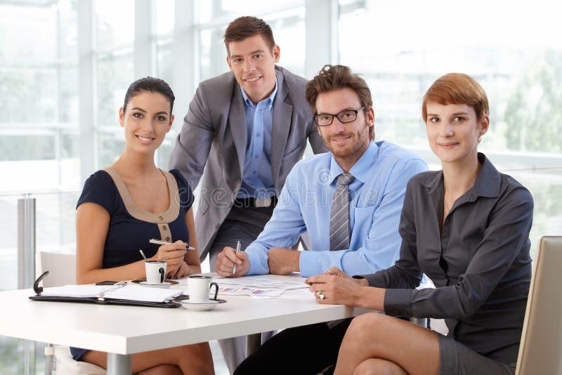 企业队画象在公司办公室 免版税库存照片