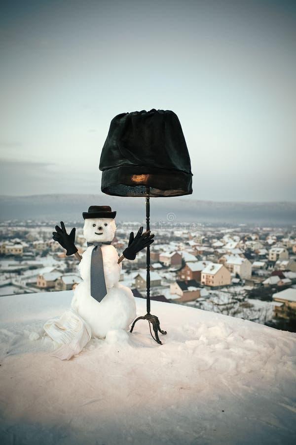 企业雪人 有黑灯的雪人绅士 图库摄影