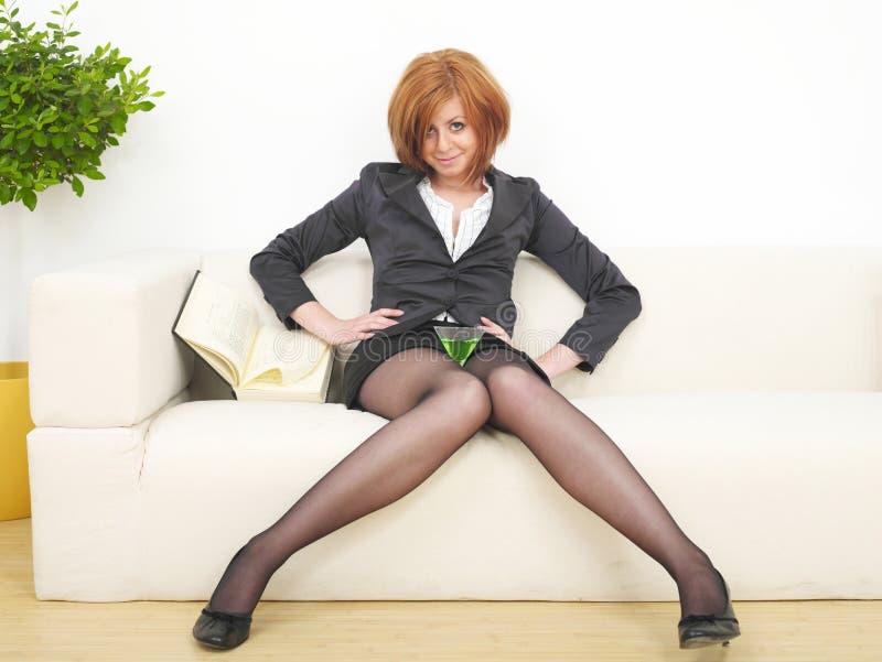 企业马蒂尼鸡尾酒妇女 免版税库存照片