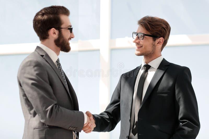 企业businessoffer关闭交易每极大可能招呼现有量震动对二工作的其他人员 库存照片